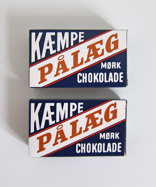Tom's kæmpe pålæg mørk chokolade, chocolate pieces for putting on white bread.