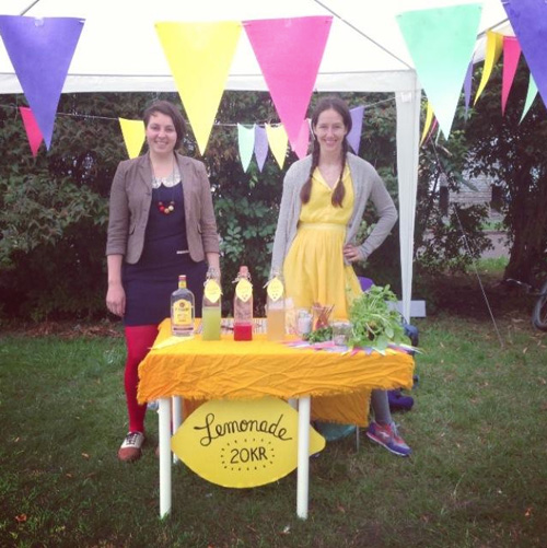 Carli and Mette at their lemonade stand.